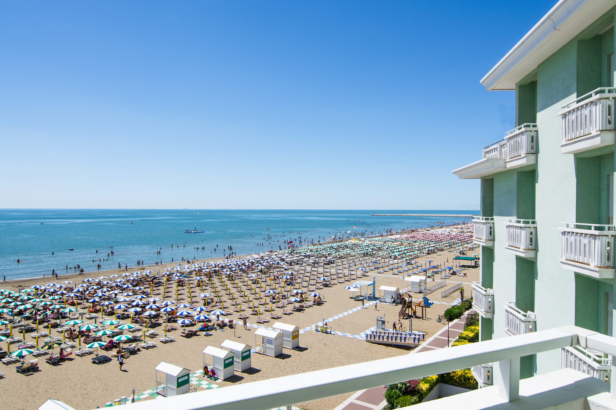 Hotel Montecarlo: three star seafront hotel in Caorle